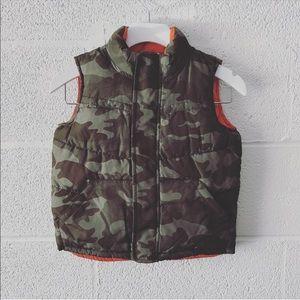 Old Navy reversible Camo puffer vest sz: 3T